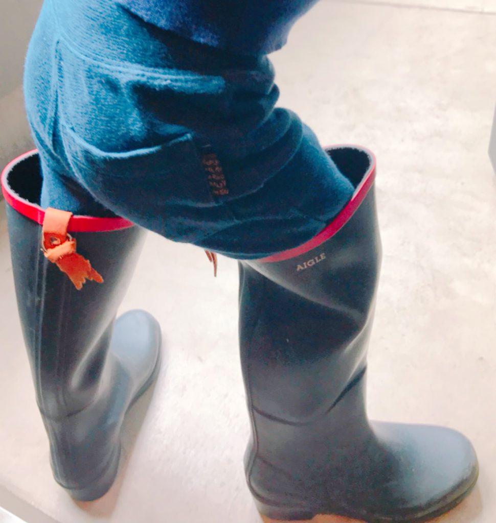 AIGLEのレインブーツを履く子供