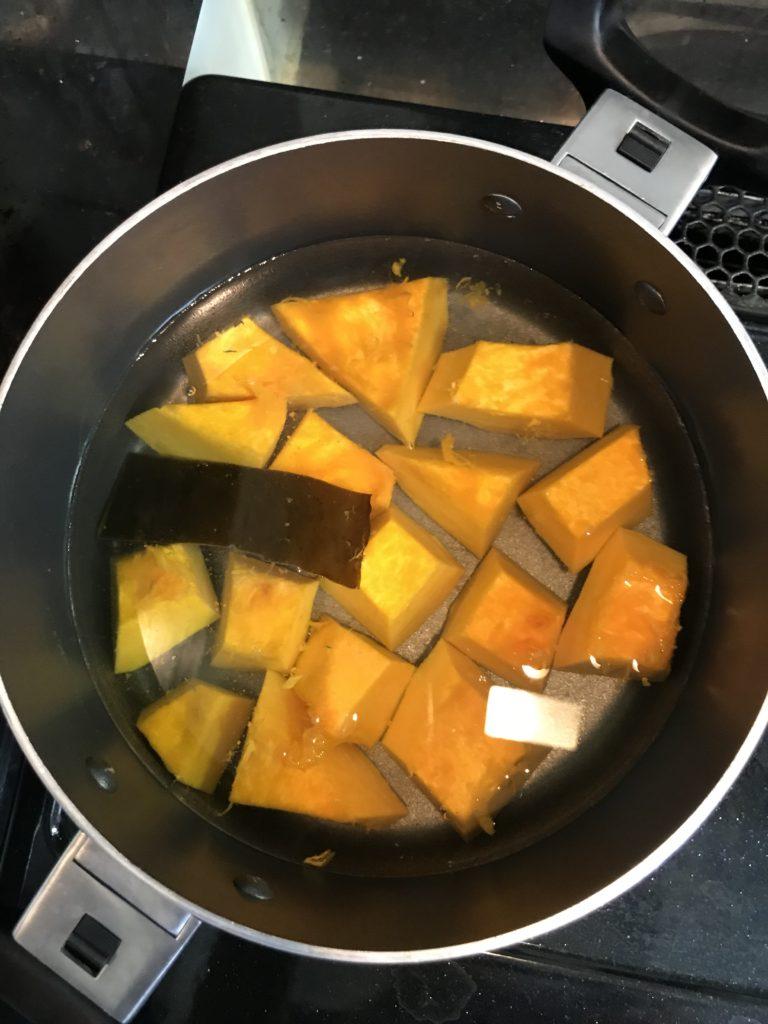 かぼちゃを煮る