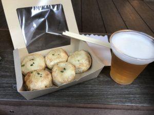 招福門の焼き小籠包とビール