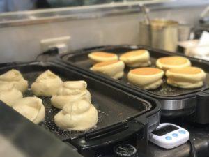 幸せパンケーキ 調理風景